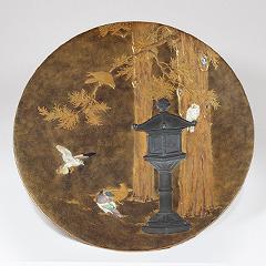 芝山蒔絵象嵌鳩灯篭図飾皿